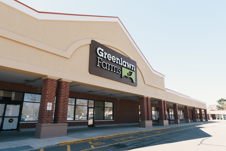 Greenlawn Plaza | Federal Realty Investment Trust